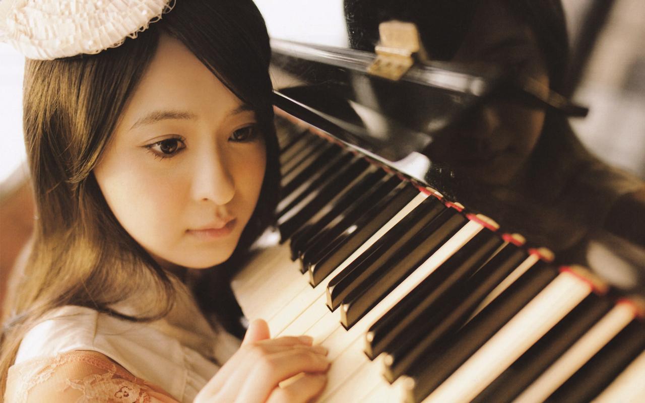 ピアノと小木曽汐莉